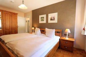 Doppelbett der Ferienwohnung Lindenblüte aus Holz