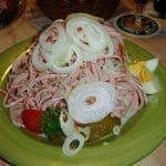 Wurstsalat mit Zwiebelringen im Gasthaus Zur Linde